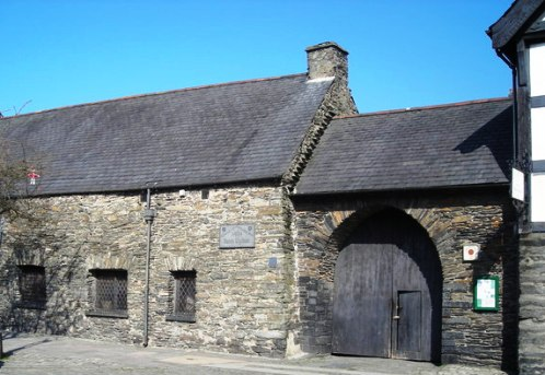 The unassuming building in Machynlleth, Powys housed Owain Glyndwr's parliament idris [CC-BY-SA-2.0 (http://creativecommons.org/licenses/by-sa/2.0)], via Wikimedia Commons
